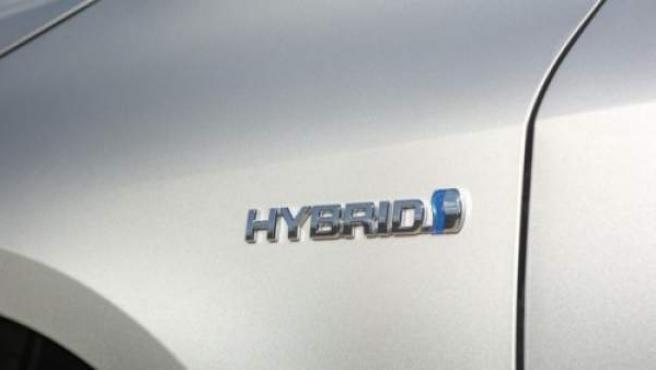 Los coches híbridos son vehículos ecológicos que se caracterizan por tener una doble motorización.