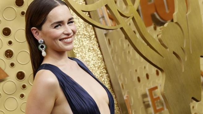 La actriz estadounidense Emilia Clarke (Daenerys Targaryen en 'Juego de Tronos'), en la alfombra roja de los premios Emmy 2019, en el Teatro Microsoft de Los Ángeles, EE UU.
