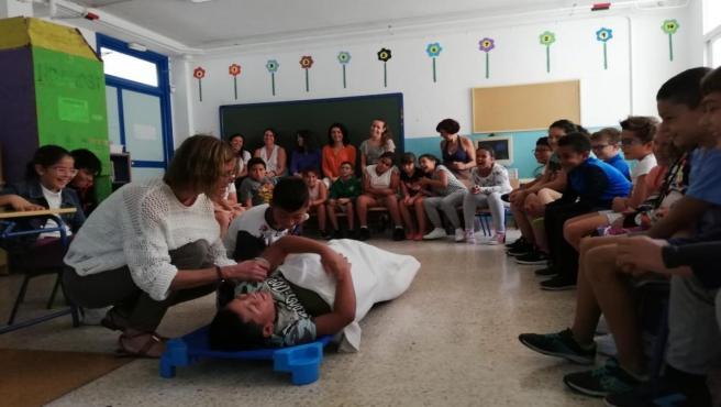 Alumnos del colegio Huerta del Carmen de Sevilla han acogido este lunes una de las jornadas de 'Sevilla contigo, ciudad compasiva'.