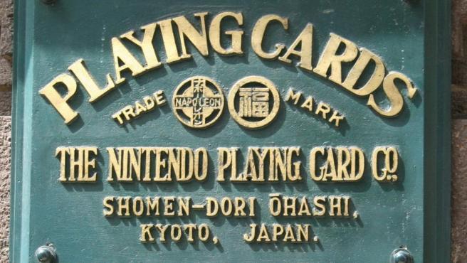 Placa que recuerda la fundación de Nintendo en un local de Kioto en 1889.