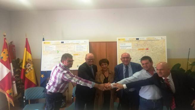 Firma del convenio para la modernización del regadío este lunes en el Ayuntamiento de Buitrago.