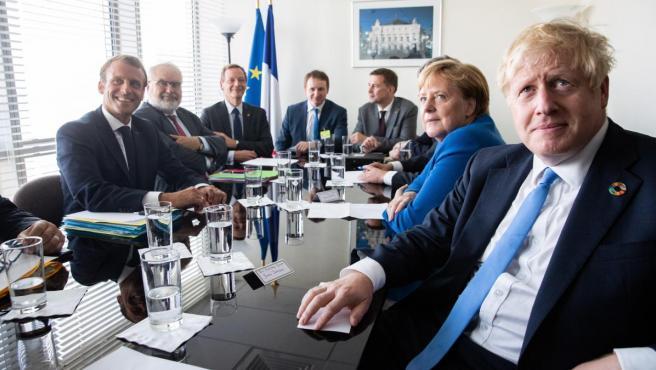 El presidente francés France Emmanuel Macron (i), la canciller alemana Angela Merkel (2d) y el primer ministro británico Boris Johnson (d) en la cumbre de la ONU.