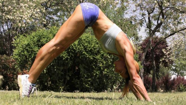 Un ejercicio de la disciplina conocida como calistenia o 'street workout'.