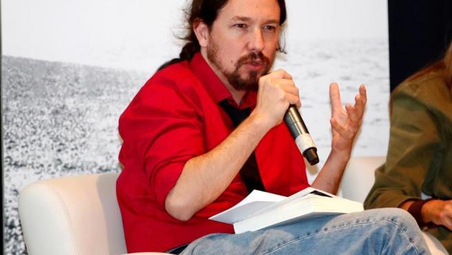 """El líder de Podemos, Pablo Iglesias, durante la presentación del libro """"Cal Viva"""" de Daniel Serrano, este miércoles en Madrid."""