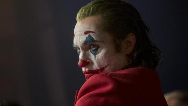 """El ejército de EE UU advierte de posibles """"tiroteos incel"""" en los pases de 'Joker'"""