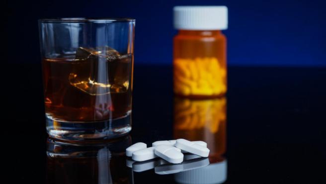 porque es malo mezclar alcohol con antibioticos