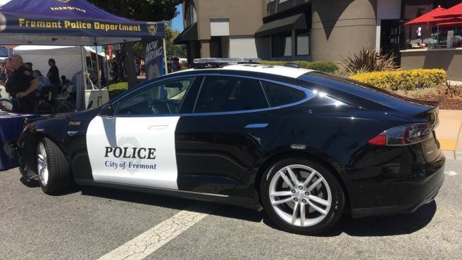 Coche patrulla Tesla de la Policía de Freemont, California.