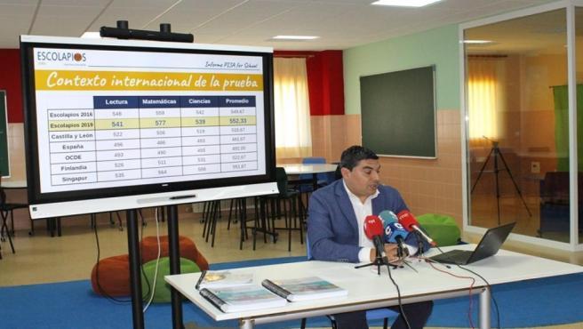 Óscar Abellón presenta los resultados del informe PISA.
