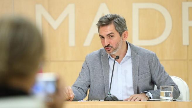 El delegado de Familias, Igualdad y Bienestar Social, Pepe Aniorte compadece en la rueda de prensa posterior a la Junta de Gobierno.