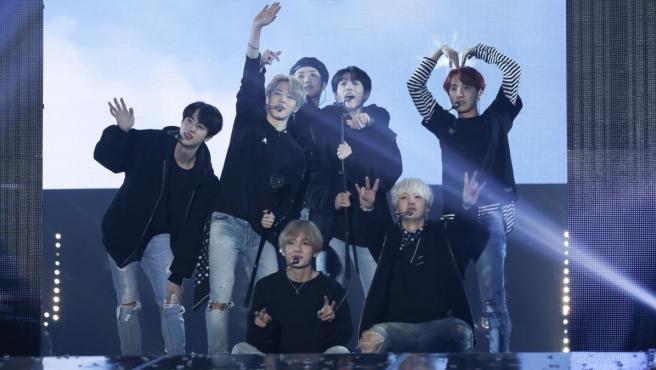BTS durante un concierto.