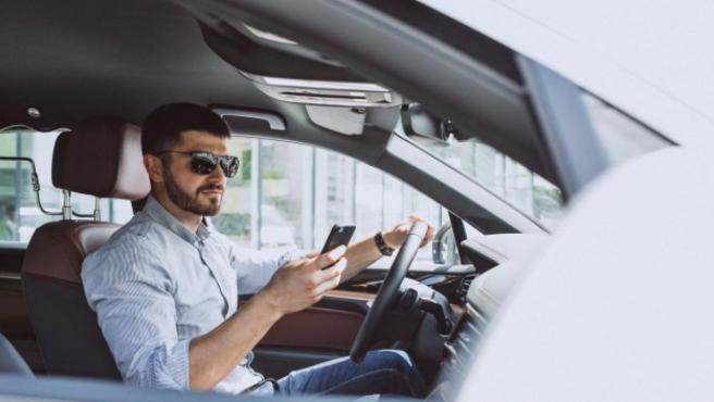 Los accidentes con presencia del móvil suelen consistir en salidas de vía y alcances traseros.