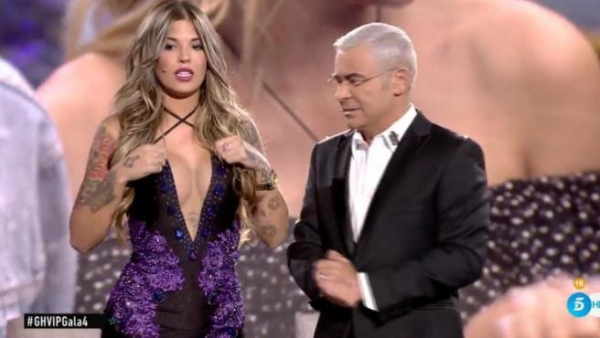 Nuria Martínez, en el plató de 'Gran Hermano VIP', junto a Jorge Javier Vázquez.