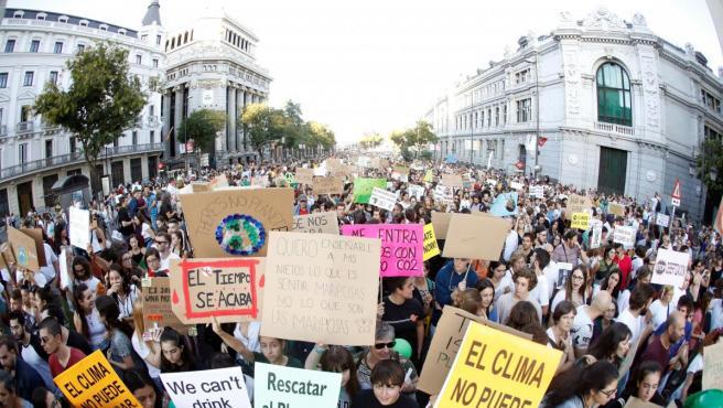 Manifestantes durante la huelga mundial por el clima en Madrid.