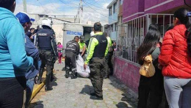 La Policía acude al lugar donde una pareja ha perdido la vida mientras practicaba relaciones sexuales en un balcón de Ecuador.