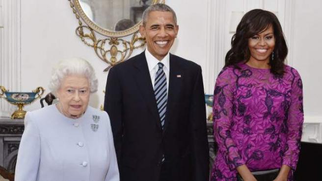 Barack y Michelle Obama junto a la reina Isabel II de Inglaterra
