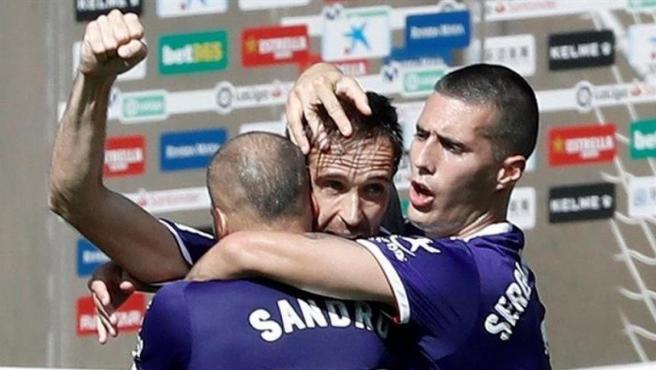 El Real Valladolid celebra un gol.
