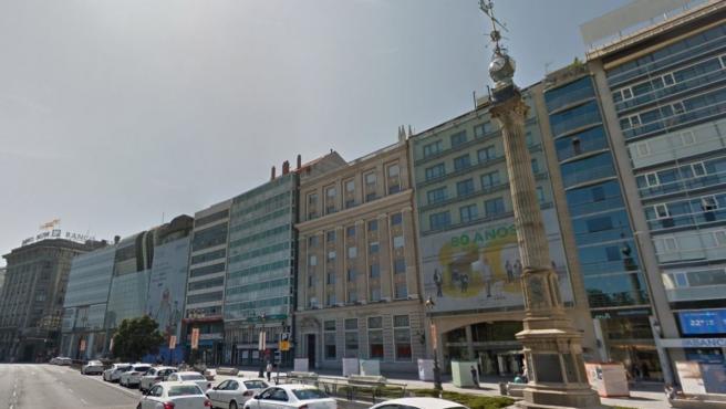 Imagen del Obelisco cerca del número 6 de la calle Cantón Grande en A Coruña.