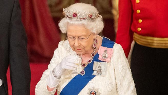 Imagen de la reina Isabel II de Inglaterra, durante un banquete oficial en el Palacio de Buckingham.