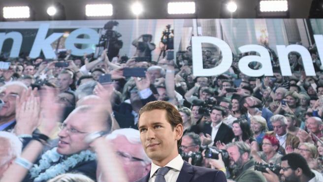 Sebastian Kurz, líder del conservador ÖVP, se dirige a sus seguidores tras ganar las elecciones en Austria.