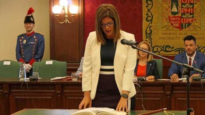 La alcaldesa de Móstoles, Noelia Posse, en su toma de posesión.