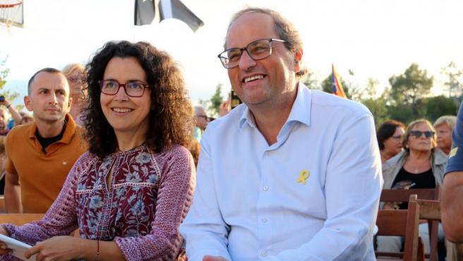 El president de la Generalitat, Quim Torra, junto a la alcaldesa del Bruc, Bàrbara Ortuño.