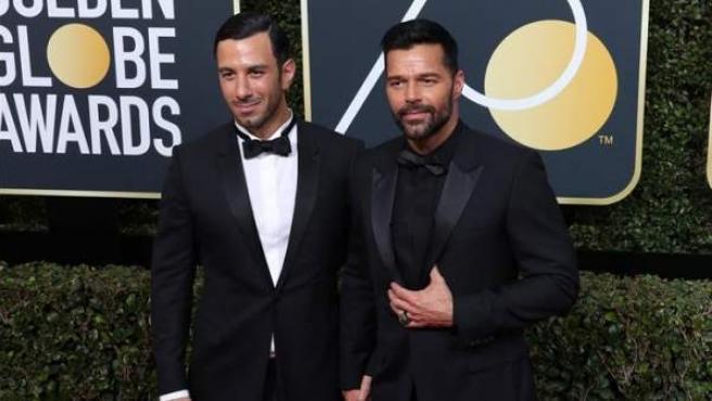 Ricky Martin (a la derecha) y Jwan Yosef, a su llegada a la ceremonia de la 75 edición de los Globos de Oro, en el Hilton Hotel de Beverly Hills, California (EE UU).