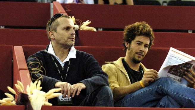 Miguel Bosé y Nacho Palau, en 2004.