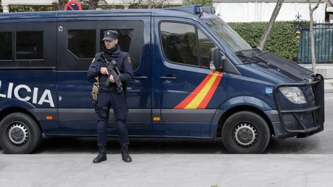 La Policía contempla enviar a Cataluña un millar de agentes.