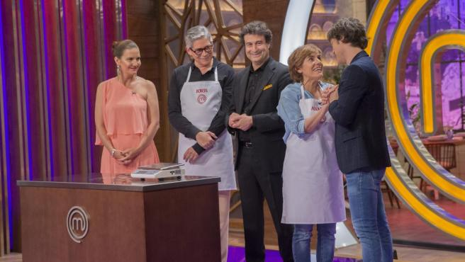 Boris Izaguirre y Anabel Alonso se incorporan a 'MasterChef Celebrity 4' para intentar conseguir un delantal blanco y sumarse a la competición.