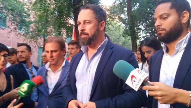 Santiago Abascal en declaraciones a los medios en Barcelona.