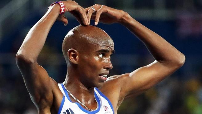 El atleta británico Mo Farah celebra su victoria en la final de los 10.000 en Río 2016.