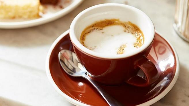Cómo quitar mancha de café de la ropa Eliminar manchas