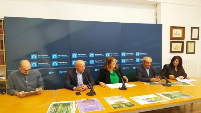 Boris Aparicio (I), Luis Calderón ,Ángeles Armisén, José María Acilu y Pilar Díez presentan el II meeting 'Terra Ibérica').