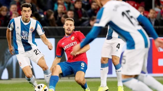 Marc Roca, en una acción del partido de Europa League contra el CSKA de Moscú.