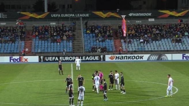 El dron que irrumpió en el estadio Josy Barthel de Luxemurgo permaneció varios minutos sobre los jugadores.