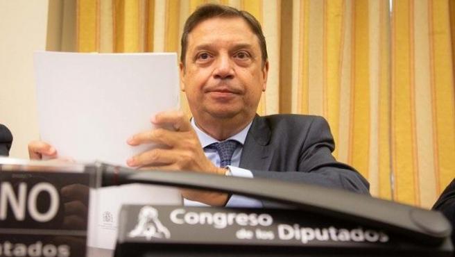 El ministro de Agricultura, Pesca y Alimentación, Luis Planas, antes de comparecer en el Congreso.