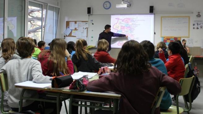 Imagen de recurso de un profesor en el aula.