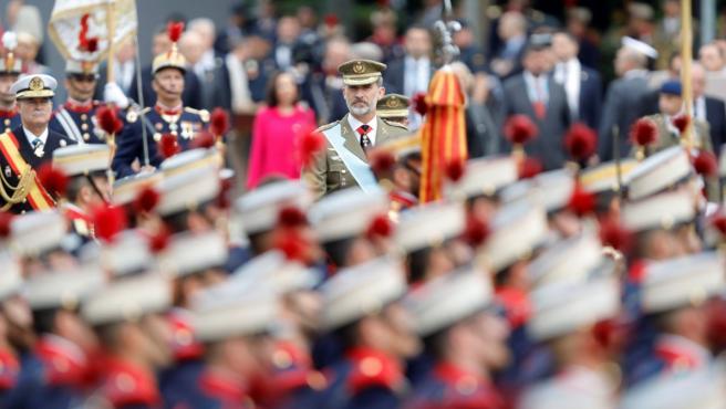 El rey Felipe VI, presidiendo el desfile del Día de la Hispanidad.