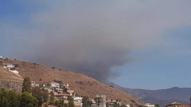 Visión del incendio desde el puesto de la Asociación del Voluntariado de Protección Civil y Emergencias de Granada en Almuñécar
