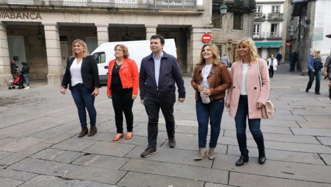 De izquierda a derecha: la cabeza de lista del PSOE por Lugo, Ana Prieto; la número uno por Pontevedra, Olga Alonso; el secretario xeral del PSdeG, Gonzalo Caballero; la número uno por A Coruña, Pilar Cancela; y la de Ourense, Marina Ortega.