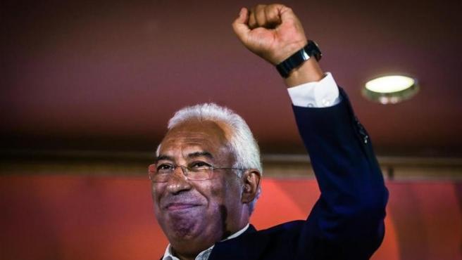 El primer ministro de Portugal y secretario general del Partido Socialista, António Costa, celebra los resultados de las elecciones legislativas, en Lisboa.