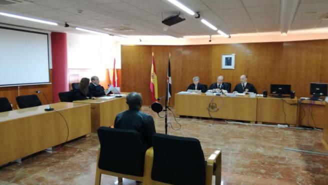 La Sección VI de la Audiencia de Cádiz con sede en Ceuta durante la celebración de un juicio