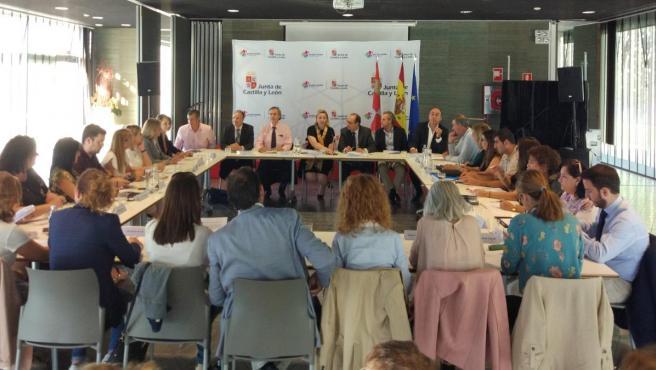Reunión de la Consejería de Familia con las corporaciones locales para negociar el Acuerdo Marco de Servicios Sociales 2020-2023.