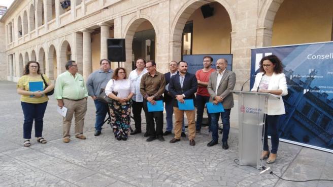 La presidenta del Consell de Mallorca, Catalina Cladera, explica el plan de choque de la institución insular tras la quiebra de Thomas Cook.