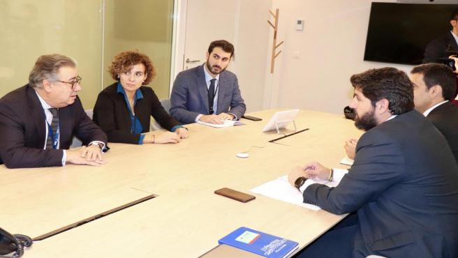 El presidente del Partido Popular de la Región de Murcia, Fernando López Miras, ha mantenido este lunes una reunión de trabajo con la portavoz del PP en el Parlamento Europeo, Dolors Montserrat