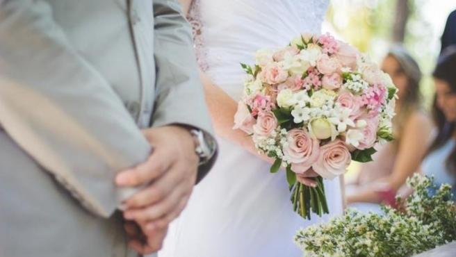 Imagen de un matrimonio.