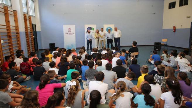 La regidora de Marbella participa en la actividad 'La alcaldesa y los concejales visitan mi cole'