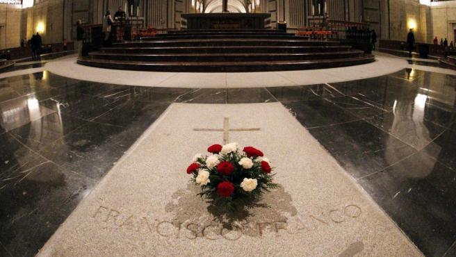 Imagen de archivo de la sepultura de Franco en el Interior de la Basílica del Valle de Los Caídos.