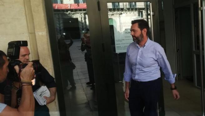 Miguel López sale de la Audiencia provincial el pasado día 30 de septiembre, tras presentarse en los juzgados como cada lunes desde su puesta en libertad.