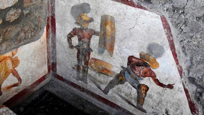 Imagen del nuevo fresco hallado en Pompeya que muestra la cruenta lucha entre dos gladiadores